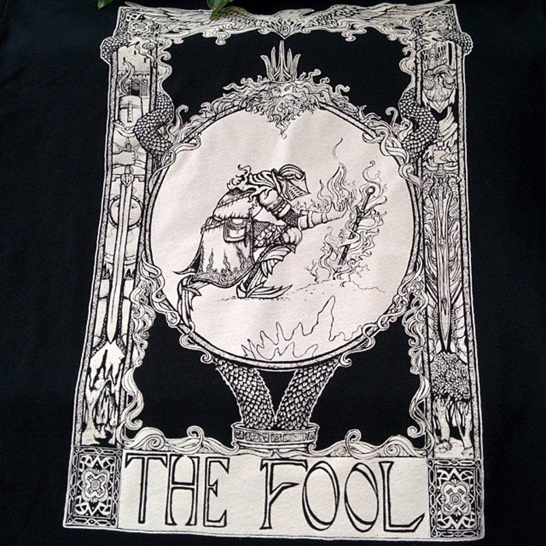 Praise the Sun Souls inspired tarot card Mens t-shirt The Fool image 0