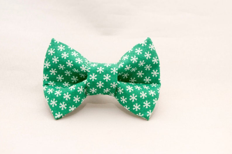 Dapper Cat Green Snowflake Pattern Cat Bow Tie image 0