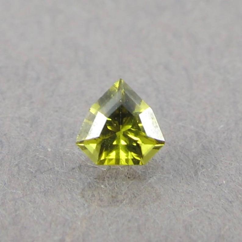 SUPER RARE faceted clean bright dunilite Sri Lanka 0.15ct image 0