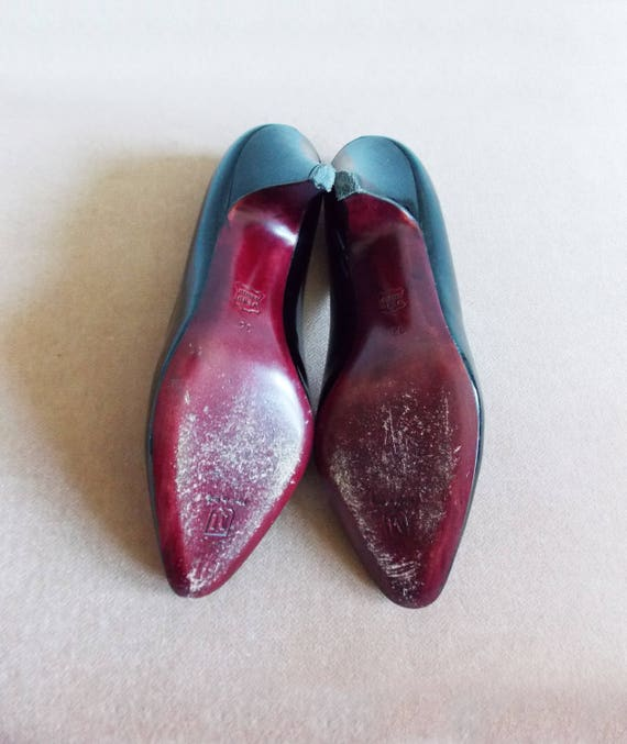 size 5 Italy 1960s mod black patent leather pumps 60s designer stilettos Bruno Magli made in Italy shoes