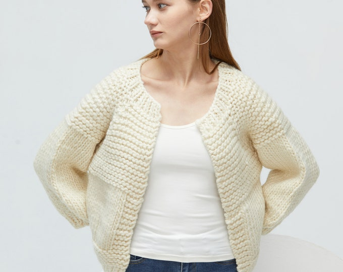 Hand knit oversize woman sweater chunky Cream wool knit cardigan