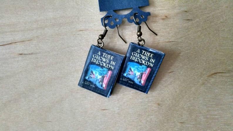 ab0d9121459d86 Drzewo rośnie w Brooklyn książki kolczyki-Biżuteria | Etsy