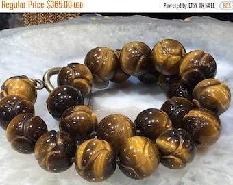 50 % vente Mega sculpté collier de pierre gemme oeil de tigre