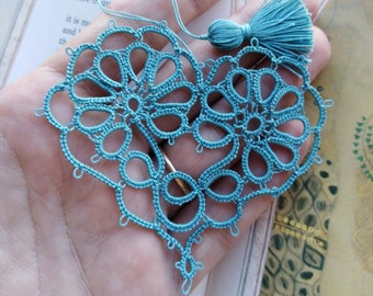GARDEN Heart Tatted Daisy Flower Bookmark with Tassel Tatting Valentine
