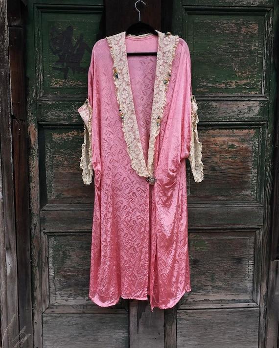1920s Art Deco Pink Cocoon Trousseau Dressing Robe