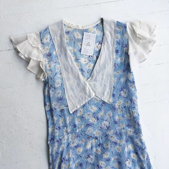 1930s Blue Daisy Print Flutter Sleeve Collar Dress