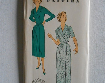 Vintage 50s V Neck Robe, Wrap Around Robe, Front Button Housecoat Sewing Pattern New York 1548 Size 14 Bust 32 UNCUT