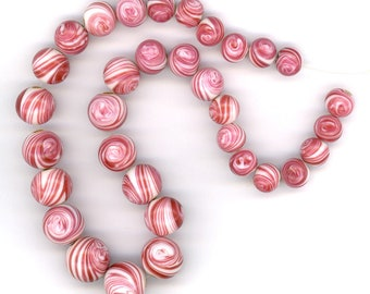 Vintage Red & White Necklace Strand Graduated Raspberry Swirl Glass Rounds