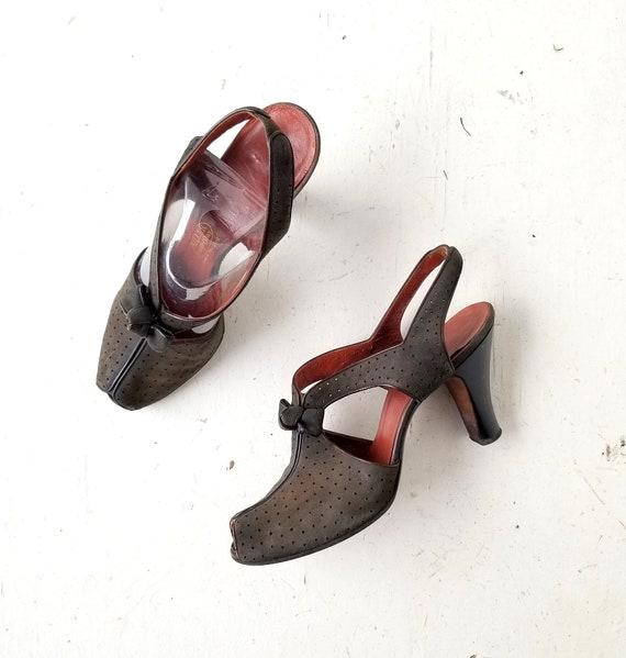 Vintage 1940s Shoes | 40s Heels | Peep Toe Shoes … - image 1