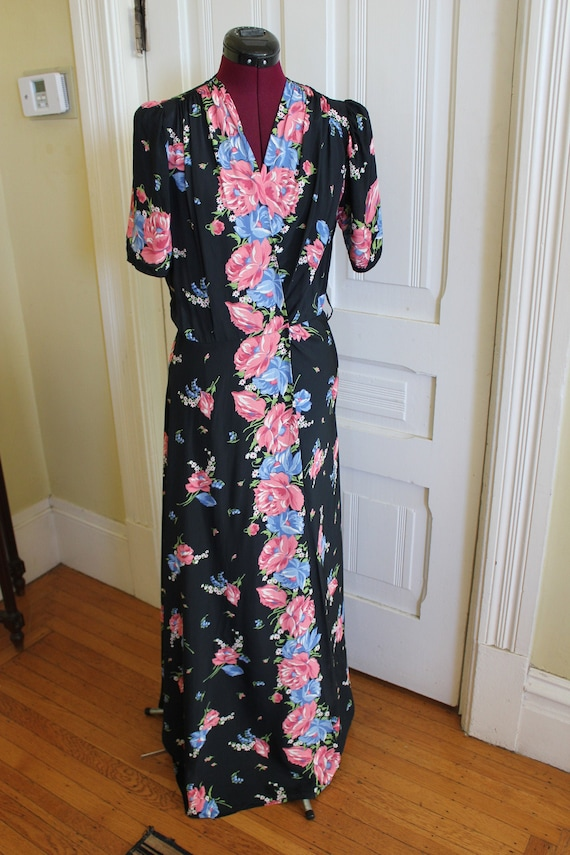 1940s floral print cold rayon dressing gown