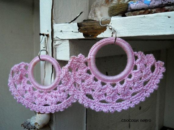 LA VIE EN ROSE, hand-crocheted pink Art Nouveau chandelier earrings