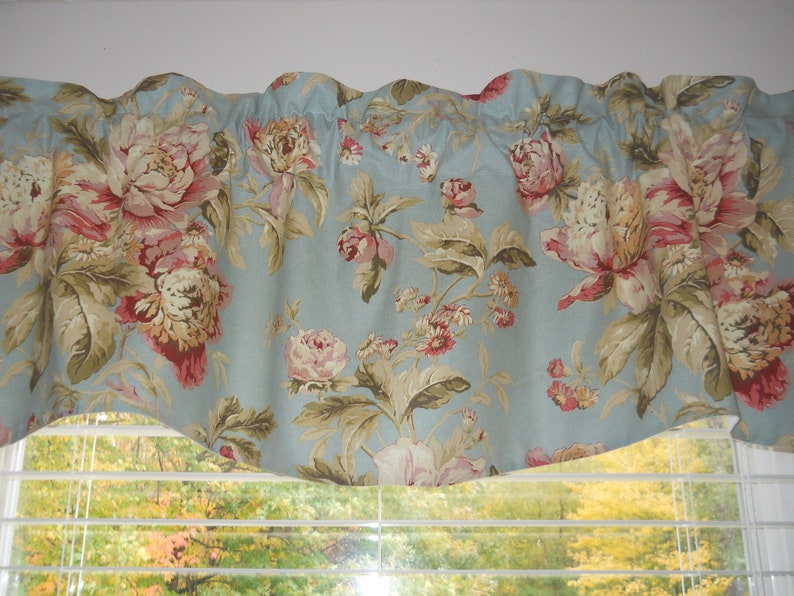 Waverly Fleuretta Mist Floral Print With Choice Of Scalloped or Straight Bottom Valance
