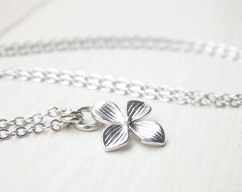 Silver Floral Necklace - Minimalist Style