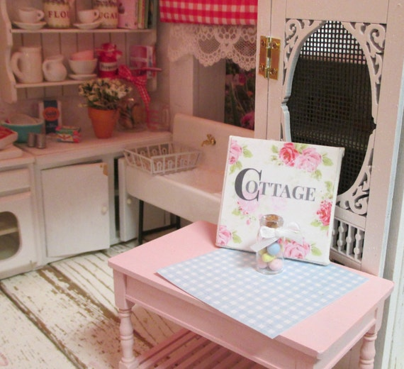 Miniature Cottage Sign with Roses-!:12 Scale Dollhouse Miniature