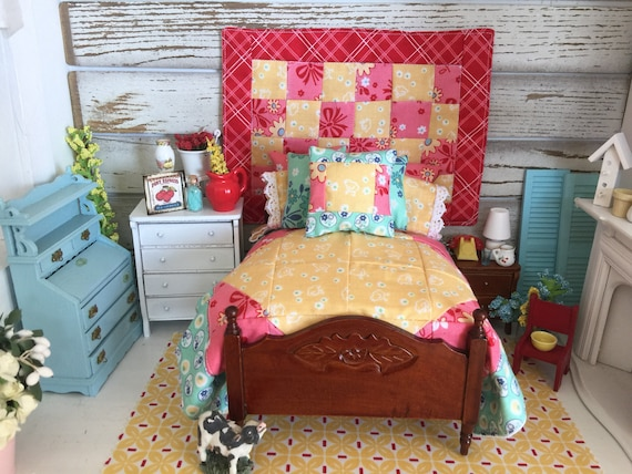 SALE-Miniature Dollhouse Quilt and Bedding Set, Wall Quilt-1:12 Quilts and Bedding only