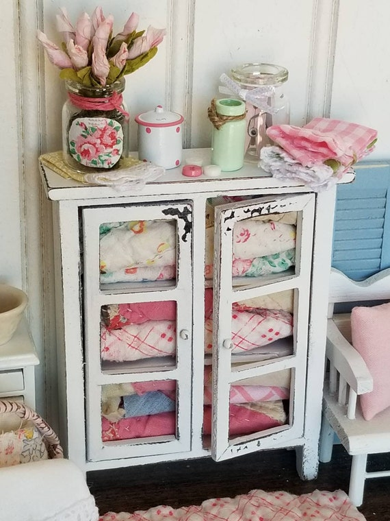 Chippy White Miniature Quilt Hutch. ACCESSORIES and Quilted Rug
