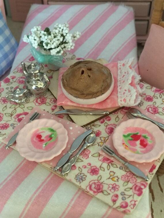 Miniature Apple Pie Luncheon Board-1:12 scale dollhouse food