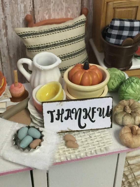 Miniature Dollhouse Word Art Thankful-1:12 scale