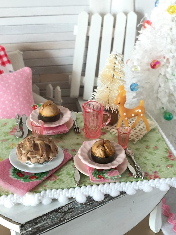 Miniature Apple Pies with Lattice and Fall Leaf Pue Crusts- 1:12 scale Dollhouse