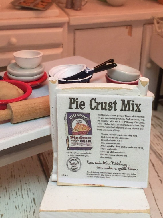 Miniature Pie Crust Baking Picture Dollhouse Scale 1:12