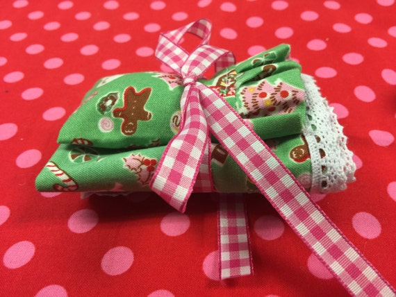 """Christmas Comforter (7""""x 7"""")edged in Lace and Matching Pillowcase-1:12 scale"""