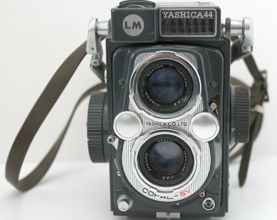 Vintage Yashica 44 LM TLR Camera with Case, Twin Lens Reflex Copal - SV 60mm Yashinon Lens 127 Film