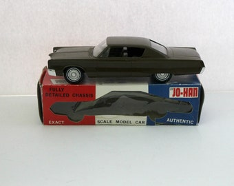 1968 Chrysler Three Hundred Jo-Han Vintage Friction Model Car Dealer Promo