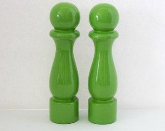 Set Large Green S/P Shakers, Vintage Pop Art Pawn Salt Pepper Pair