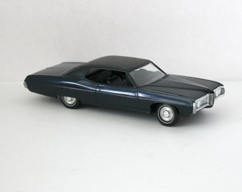 1969 Pontiac Bonneville Vintage Model Car Dealer Promo or Built