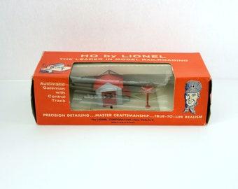 Vintage Lionel HO Automatic Gateman No. 0145 in Box Railroad Train Accessory