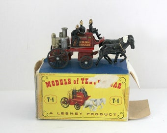 Vintage Matchbox Lesney Model Horse Drawn Fire Engine in Box, Firemen, Shand Mason Yesteryear Type B Double Vertical Steam