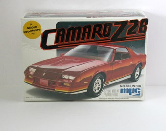 Camaro Z28 Chevy Sealed Model Kit 1982 MPC 1-0814 1/25 Scale Red