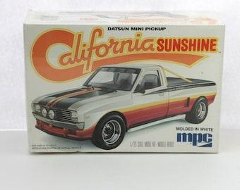 Vintage Datsun Mini Pickup Truck California Sunshine 1978 Sealed Model Kit MPC 1-0729 1/25 Scale