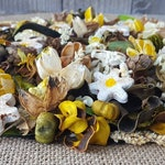 Field of Daisies Country Potpourri, Daisy Potpourri, Summer Fragrance, Room Fragrance, Yellow Potpourri, Daisy Decor, Choose Your Scent