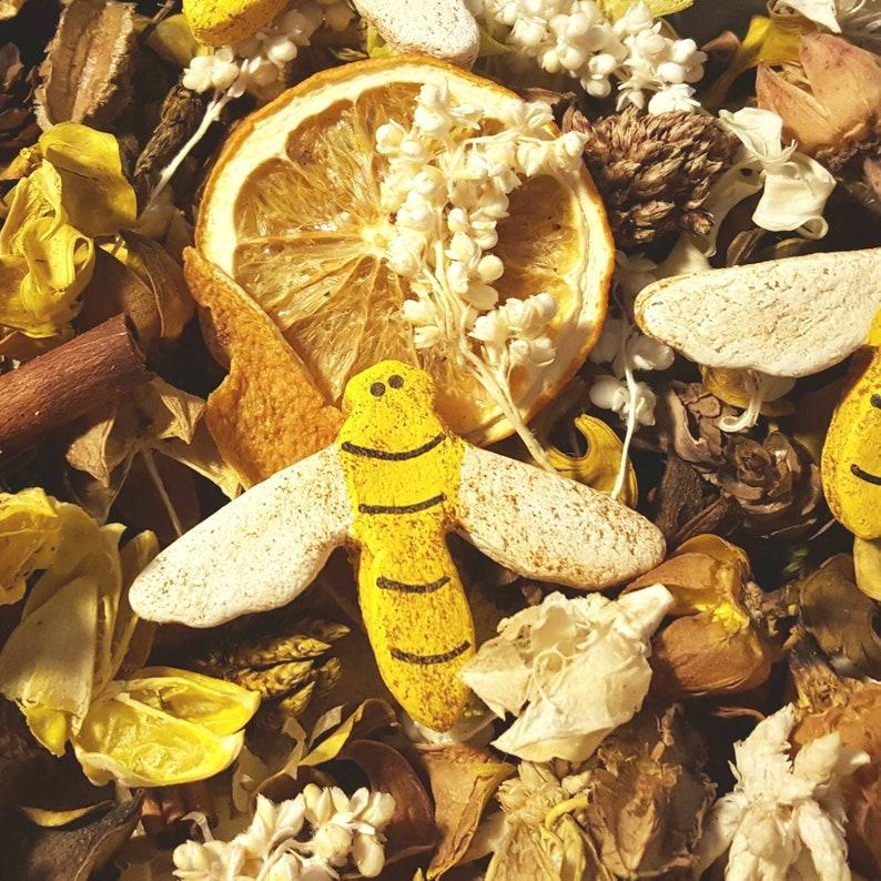 Bumbling Bees Artisan Country Potpourri image 0