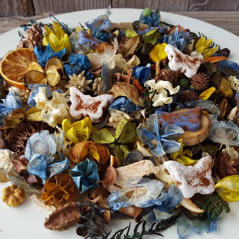 Country Meadows Artisan Potpourri with Butterflies image 0