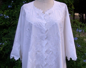 VICTORIAN Woman's Lavishly French 3 Dimensional Embroidered  Boudoir Jacket Great Wedding Piece One Size
