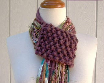 Fringe Benefits scarf pattern . scarf knitting pattern . fringe lariat scarf diy tutorial  . fiber art fringe scarf begginer knit pattern