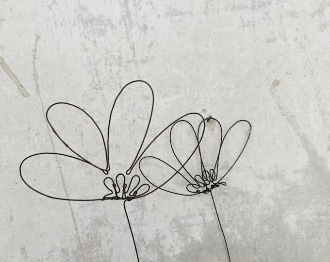 Set of 2 wire flowers