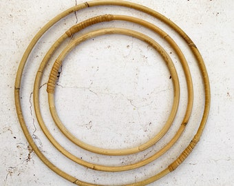 rattan circle, 3 sizes :  ø  15 cm, 20 cm, 25 cm.