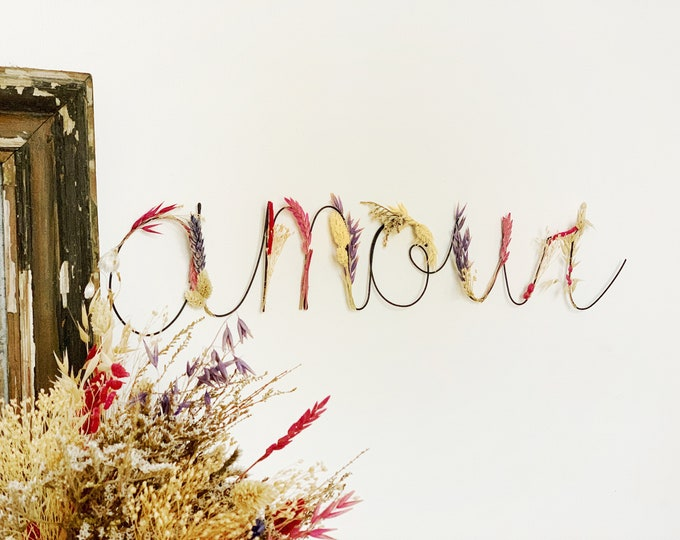 Wire word AMOUR, wire and dried flowers, dried flowers decoration, love gift, wall hanging