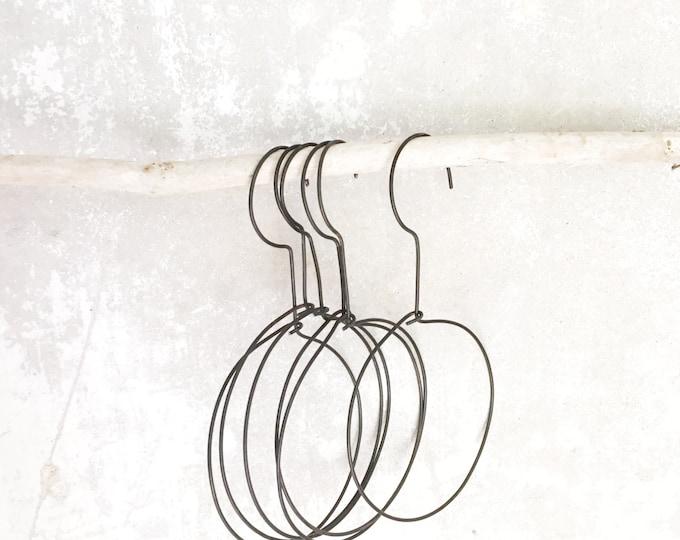 wire circle hanger