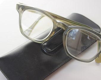 c37aa06e9d30 Vintage Wayfarers Green AO Flexi-fit American Optical Safety Reading Glasses  Welders Work Glasses 6M Safety Glasses Horn Rimmed Prescription