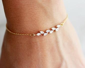 Dainty Bracelet / Crystal Bracelet / Delicate Bracelet / Bracelet Femme / Wedding Bracelet / Bridesmaid Gift / Bride Bracelet / Stacking