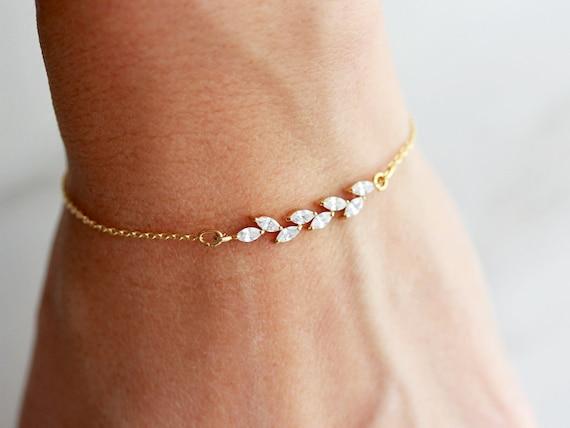 prix compétitif 86830 e04dd Dainty Bracelet / Crystal Bracelet / Delicate Bracelet / Bracelet Femme /  Wedding Bracelet / Bridesmaid Gift / Bride Bracelet / Stacking