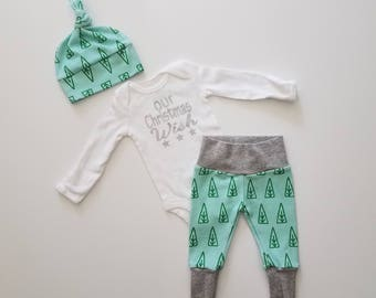 Christmas Newborn Personalized Coming Home Outfit. Modern Christmas Tree Leggings.  Personalized Baby Christmas Outfit. Gender Neutral.