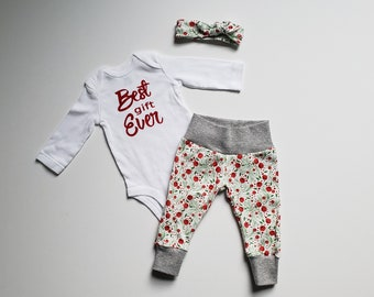 Baby Girl First Christmas Outfit. Baby Girl Christmas Coming Home Outfit. Girl Christmas Outfit Red Berries. Best Gift Ever.
