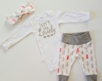 Baby Girl Coming Home Outfit. Newborn Girl Coming Home Outfit. Girl Coming Home Outfit. Coming Home Outfit Girl. Sip and See. Mod Flower.