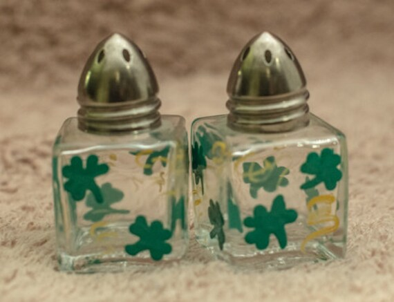 Set of 1//2 oz Tiny Hand Painted St Patrick's Day Shamrock Salt /& Pepper Shakers