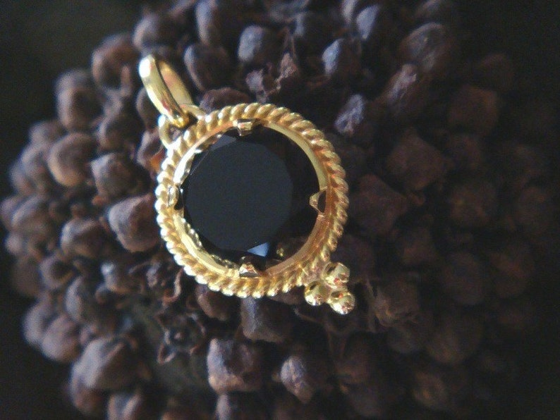 df84d68dc Quora Handcrafted Pendant in 18k Gold and Custom-Cut Black | Etsy